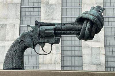 statue of gun tied in knot